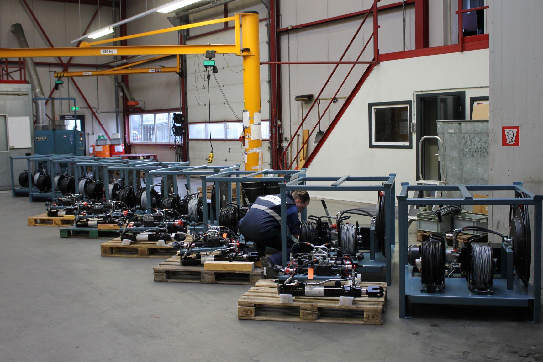 Motrac Industries hydraulic directional control valve Bucher Hydraulics (1).JPG